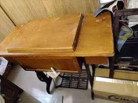 Máquina de cocer Singer con mueble