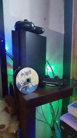 Vendo play 4 en perfecto estado 2 mandos 2 juegos dijitales y 3 discos por viaje