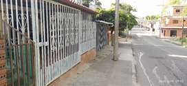 Casa con parqueadero avariante quimbaya