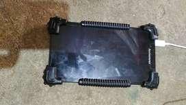 Se ofrece una tablet Lenovo muy buen estado sirve para simcard