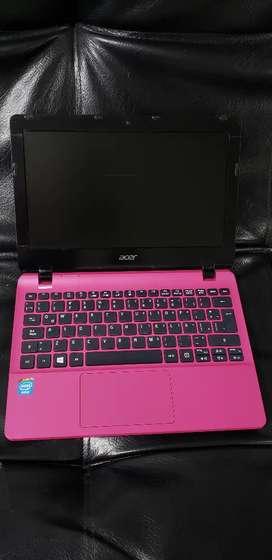 Acer con 4ram y disco duro solido ssd 128gb