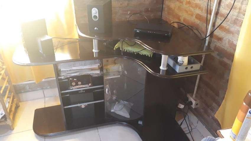 Vendo Mueble Esquine para Tv. 0