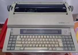 Vendo máquina escribir electrónica marca Brother CE 700 en buenas condiciones