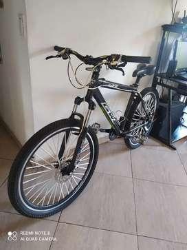 Vendo bicicleta GW arrow, rin 26, hermosa, perfecto estado, frenos hidráulicos