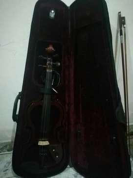 Se Vende Violin Poco Uso, con Afinador