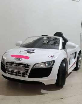 Carro Eléctrico infantil  Audi R8 Spider 12V Blanco.