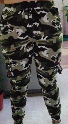 Pantalón camuflado nuevo talla única