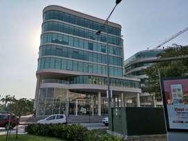 Oficina de alquiler en el Edificio Los Arcos Plaza, Samborondón, 1 parqueo.
