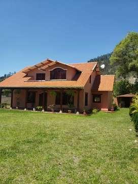 Hermosa Quinta vacacional de oportunidad en venta con casa y amplio terreno, a 20 min de la ciudad cerca de chaullabamba
