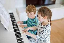 Clases de piano, teclado, guitarra, flauta dulce, canto-técnica vocal, teoría musical e Iniciación Musical Profesora UNM