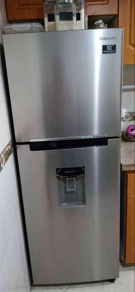 Nevera Samsung Congelador superior 308 KG BRUTOS