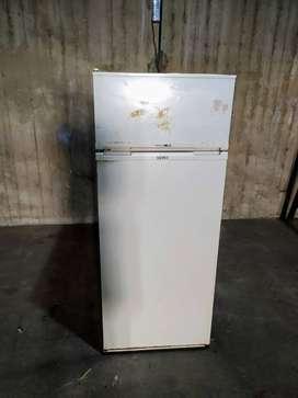 heladera kent tropical con freezer  alto: 1,45m  ancho: 60cm  prof.: 60cm  blanca