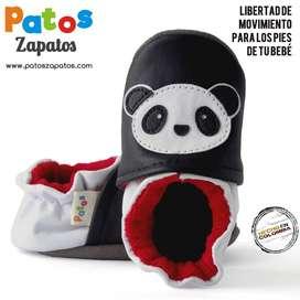 Zapatos de bebes recien nacidos. Diseño estimulación visual. Panda.