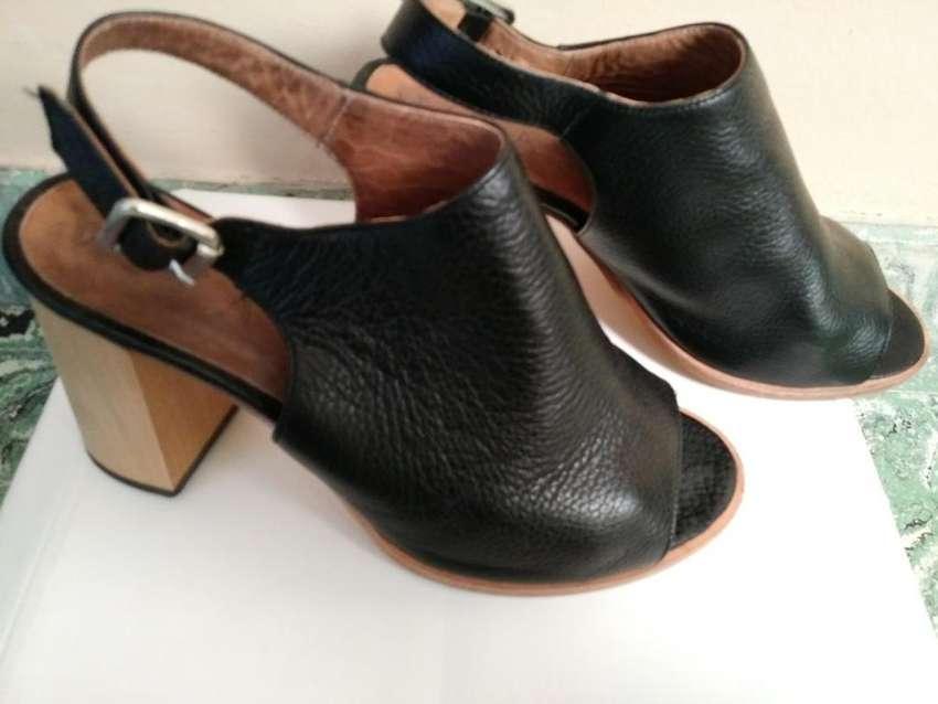 Zapatos Cuero. Dos Posturas. 0