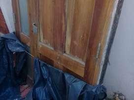 puerta y hoja de portón de madera usados