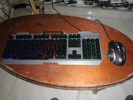 Se vende en 160mil pesos mause y teclado gamer
