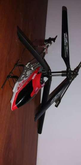 Helicóptero a control remoto 100% funcional SIN CONTROL NI CARGADOR (PERDIDOS)