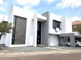 Casa en venta en Laguna del sol Samborondon