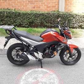 Se vende moto Honda CB160F DLX. Con freno de disco en ambas llantas y sistema CBS, parrilla, defensa y alarma anti robo.
