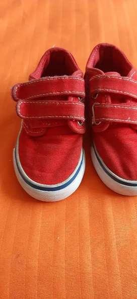 Vendo zapatos bossi para niño