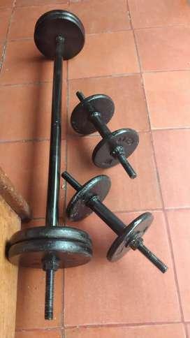 Pesas mancuernas y barras de gimnasio