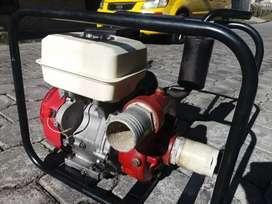Vendo bomba de agua honda japones original de 13 hp de 4 pulgadas de presion