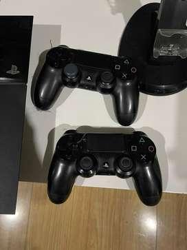 Ps4 con 2 controles originales en perfecto estado