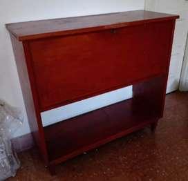 Mueble de cedro. Archivo, bar u otro uso