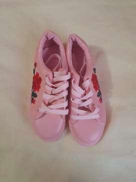 Lindas zapatillas de niña