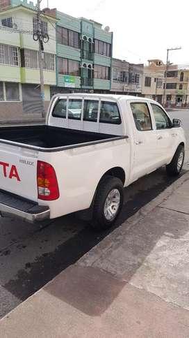 Vendo una camioneta TOYOTA 2.7 flamante único dueño sujeto cualquier prueba matriculado año 2020