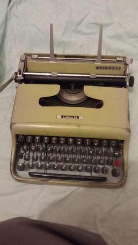 Maquina de Escribir Portatil Olivetti c/Maletin