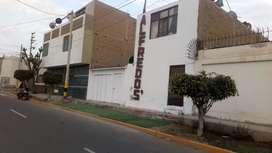 Se vende casa en la Urbanización Santa Luisa de Marillac prolongación Cerro Azul 409 frente al Parque. Zona r.