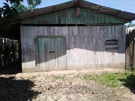 vendo terreno de 10 x 30 m2, con casa en la gran vía de Manantay
