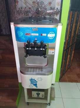 Maquina de helado soft 10 sobre 10 poco uso