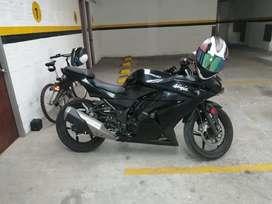 Kawasaki ninja 250r 2012 vendo o cambio a nmax, pcx o victory black. Escucho ofertas y pago diferencia