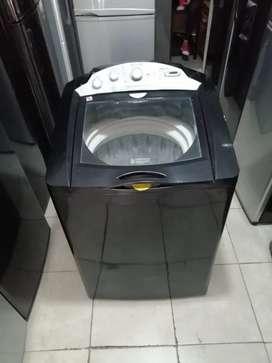 Lavadora negra de 38 libras, de perilla, Mabe incluye transporte a medellin