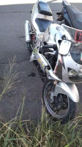 Vendo Kawasaki zxr 250 choque