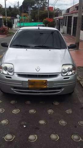 Vendo Renault Clio motivo viaje