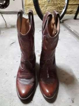 Botas texanas de cuero bordado