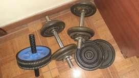 Mancuernas discos y rueda de abdominal