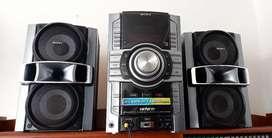 Equipo de sonido marca Sony Genezi MHC-GT222 400W