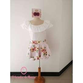 Conjunto Blusa Blanca/Falda Short Flores