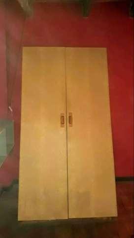 placard de dos puertas con 4 estantes  alto 2m  ancho 1m