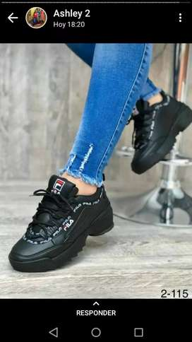 Zapatos de mujer y hombre