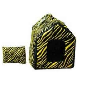 Cama para mascotas tipo casita zebra.