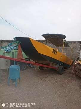 Bote de aluminio sin motor con trailer