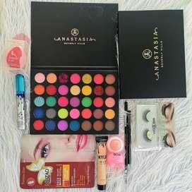 Ropa, maquillaje y accesorios de belleza