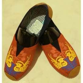 zapatillas suela roja con patos fondo rojo talla 36,37,38 y 41 con envio gratuito
