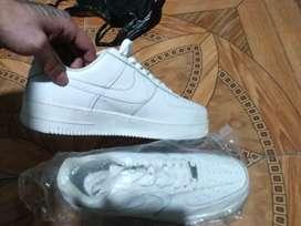 Nike blancas nuevas