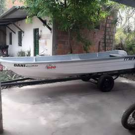 VENDO CASCO Y TRAILER IMPECABLES..